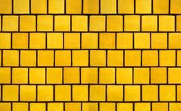 Priorità bassa gialla delle mattonelle fotografia stock