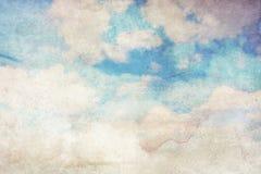 Priorità bassa Grungy con le nubi bianche illustrazione vettoriale