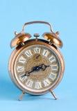 Priorità bassa romana dell'azzurro di numeri del retro orologio dell'annata Fotografia Stock