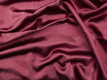 Priorità bassa rossa naturale di struttura del tessuto del raso Fotografie Stock Libere da Diritti