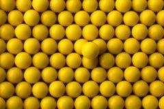 Priorità bassa rotonda gialla delle pillole Immagine Stock Libera da Diritti