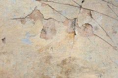 Priorità bassa strutturata del grunge Vecchia parete intonacata con un rivestimento incrinato a più strati Struttura di lerciume  fotografia stock