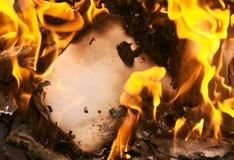 Priorità bassa un vecchio documento burning Fotografia Stock Libera da Diritti
