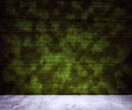 Priorità bassa verde del muro di mattoni della sporcizia fotografia stock libera da diritti