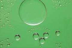 Priorità bassa verde di goccia dell'acqua Fotografia Stock