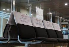 Prioritätssitz für Mönch, Graubart, die arbeitsunfähigen, schwangeren Frauen und die Familien mit Kindern stockfoto