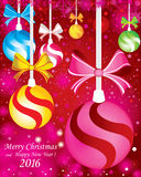 Priorità bassa anno felice di nuovo e di Buon Natale Con i rami dell'abete e la neve piena di colore con le decorazioni sui prece Immagini Stock
