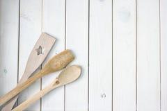 Priorit? bassa culinaria Superficie di legno bianca immagine stock