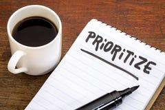 Prioritera rådgivning eller påminnelsen i anteckningsbok arkivfoton