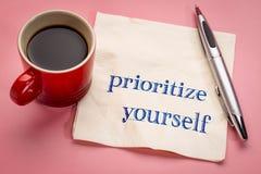 Prioritera sig rådgivning på servett arkivfoto