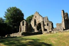 Priorskloster fördärvar under klara blåa sky's Royaltyfria Foton