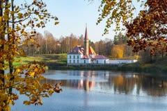 Priory Prioratsky pałac w Gatchina w jesieni, Rosja zdjęcia royalty free