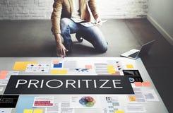 Priorytetyzuje Uwydatnia wydajności zadania Znacząco pojęcie zdjęcia stock