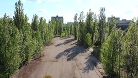 Pripyat Kurchatov gata copter flyg- sikt stock video