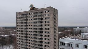 Pripyat Kurchatov gata Vinter copter flyg- sikt stock video