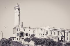 A prisão famosa de Alcatraz vista da balsa imagem de stock royalty free