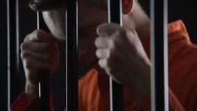 Prisão perpétua condenada do serviço do assassino em série que olha insana, aprisionamento video estoque