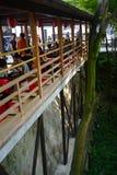 Pris en dehors du temple de Kiyomizu Bâtiment en bois situé dans la région sauvage de Kyoto, Japon Photographie stock libre de droits