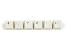 Pris från spridda tangentbordtangenter på vit Arkivfoto