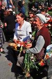 Pris le 9 mai 2008 à St Petersburg, Russie les jeunes d'une cinquantaine d'années et célèbrent le jour de victoire Image libre de droits