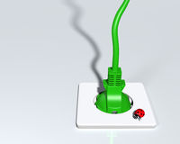 Prise écologique avec la coccinelle sur la prise Image libre de droits