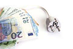 Prise électrique avec l'euro argent sur le blanc Concept d'économies d'énergie photo libre de droits