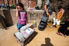 Prise d'eau dans le camp de réfugié palestinien Photographie stock