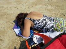 Prise d'un petit somme pendant l'été Sun Image libre de droits