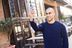 Prise d'un selfie photo libre de droits