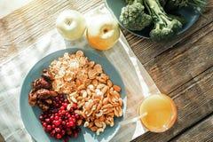 Prise de attente de nourriture saine Image libre de droits