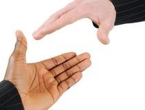 Prise de contact multiraciale entre deux hommes d'affaires Images stock