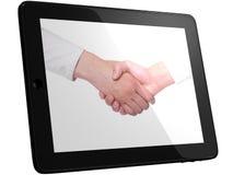 Prise de contact, poignée de main sur l'ordinateur de PC de tablette images stock