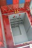 Prise de conteneur sur le bateau Photo libre de droits