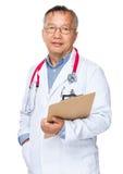 Prise de docteur avec le presse-papiers photos stock
