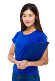 Prise de jeune femme avec le presse-papiers Photo libre de droits
