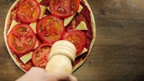 Prise de la part de la pizza, égoutture fondue de fromage banque de vidéos