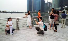 Prise de la photo avec Marina Bay Sands et le paysage urbain Images libres de droits