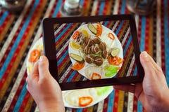 Prise de la photo du plat avec le Fajita photographie stock