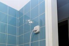 Prise de prise électrique dans un mur carrelé Image stock