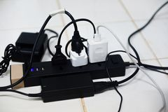 Prise de puissance entièrement, prise multiple de prise de courant - cable connecteur de rallonge de chargeur de surcharge images libres de droits