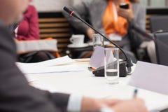 Prise des notes lors de la réunion d'affaires Photographie stock libre de droits
