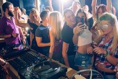 Prise du selfie dans le club Photos libres de droits