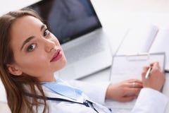 Prise femelle de prise de docteur dans le stylo d'argent de bras Image stock