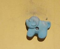 Prise s'élevante sur le mur s'élevant artificiel Photos stock