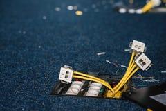 Prises électriques et prises pour les connecteurs rj45, procédure d'installation, bureau de réseau positionnement Images libres de droits