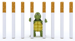 Prisión de escape del cigarrillo de la tortuga Fotos de archivo libres de regalías