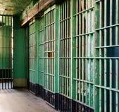 Prisión vieja asustadiza para los que han sido malos imagenes de archivo