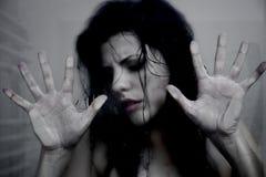 Prisioneiro da mulher que pede a ajuda Imagem de Stock Royalty Free