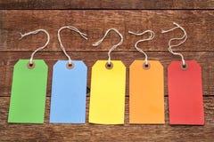 Prislappar för tomt papper på lantligt trä Royaltyfri Fotografi