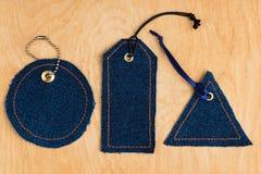 Prislappar som göras av jeans Royaltyfria Bilder